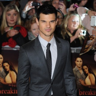 Taylor Lautner in The Twilight Saga's Breaking Dawn Part I UK Film Premiere - Arrivals