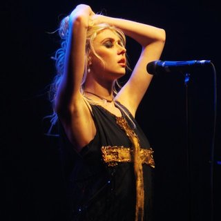 Taylor Momsen Performs with Her Band The Pretty Reckless - taylor-momsen-performs-16