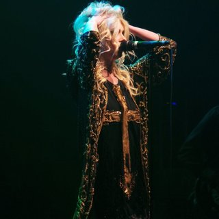 Taylor Momsen Performs with Her Band The Pretty Reckless - taylor-momsen-performs-18