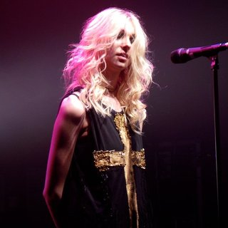 Taylor Momsen Performs with Her Band The Pretty Reckless - taylor-momsen-performs-21