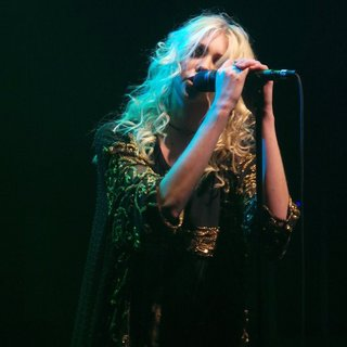 Taylor Momsen Performs with Her Band The Pretty Reckless - taylor-momsen-performs-23