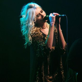 Taylor Momsen Performs with Her Band The Pretty Reckless - taylor-momsen-performs-24