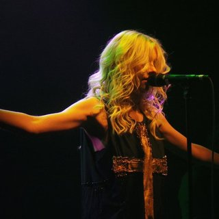 Taylor Momsen Performs with Her Band The Pretty Reckless - taylor-momsen-performs-25
