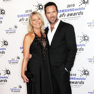 Jo Beth Taylor, Sullivan Stapleton in The 2010 Samsung Mobile AFI Awards