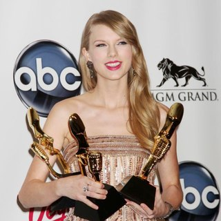 Taylor Swift in The 2011 Billboard Music Awards - Press Room
