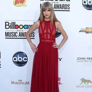 Taylor Swift in 2012 Billboard Music Awards - Arrivals