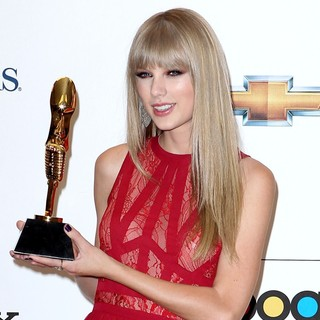 Taylor Swift in 2012 Billboard Music Award - Press Room