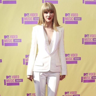 Taylor Swift in 2012 MTV Video Music Awards - Arrivals