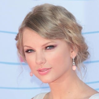 Taylor Swift in The 2012 Teen Choice Awards - Arrivals