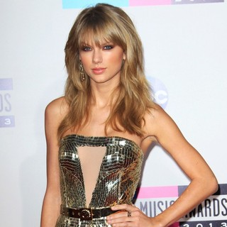 Taylor Swift in 2013 American Music Awards - Arrivals
