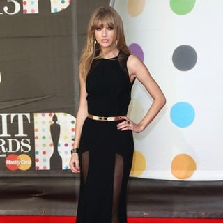 Taylor Swift in The 2013 Brit Awards - Arrivals