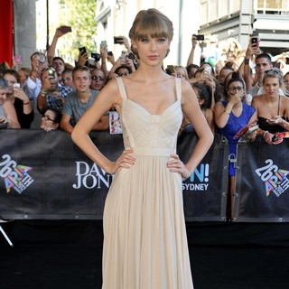 Taylor Swift in 26th Annual ARIA Awards 2012 - Arrivals