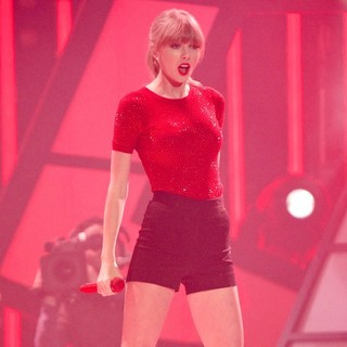 Taylor Swift in The 2013 40 Principales Awards - Show