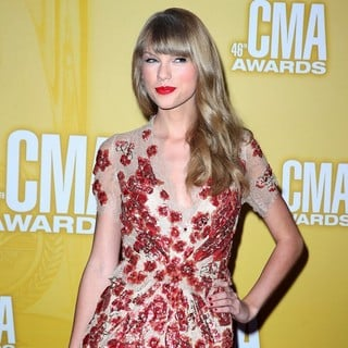 Taylor Swift in 46th Annual CMA Awards