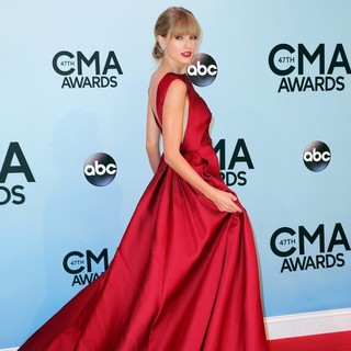Taylor Swift in 47th Annual CMA Awards - Red Carpet