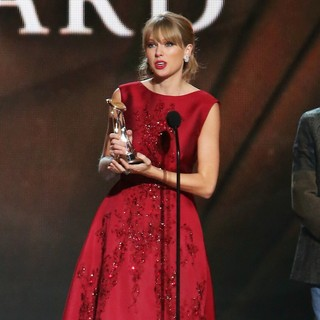Taylor Swift in 47th Annual CMA Awards - Show