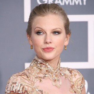 Taylor Swift in 54th Annual GRAMMY Awards - Arrivals