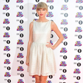 Taylor Swift in BBC Radio 1's Teen Awards 2012 - Arrivals
