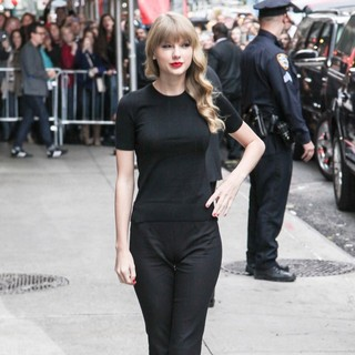 Taylor Swift in Celebrities Arrive at The Ed Sullivan Theater for The Late Show with David Letterman