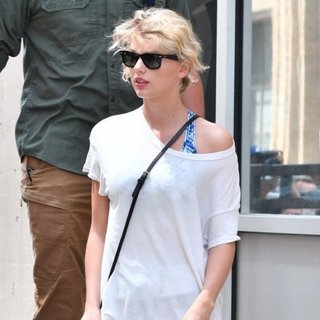 Taylor Swift Leaves A Gym
