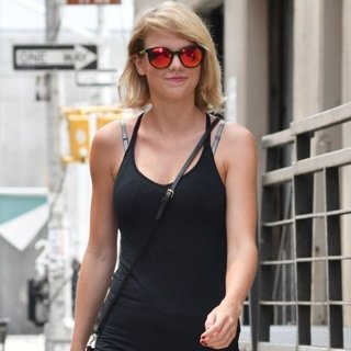Taylor Swift-Taylor Swift Leaving Her Gym