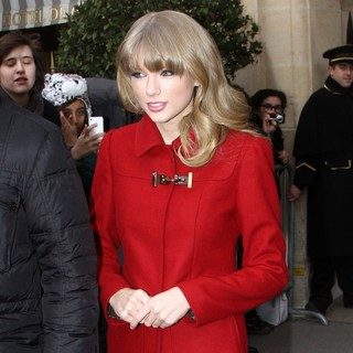 Taylor Swift in Taylor Swift Leaving Her Hotel in Paris
