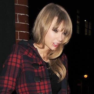 Taylor Swift in Taylor Swift Leaving The Florist Arms