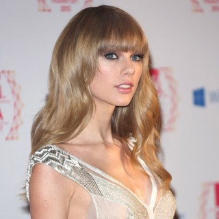 Taylor Swift in The MTV EMA's 2012 - Arrivals