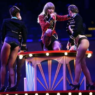 Taylor Swift in The MTV EMA's 2012 - Show