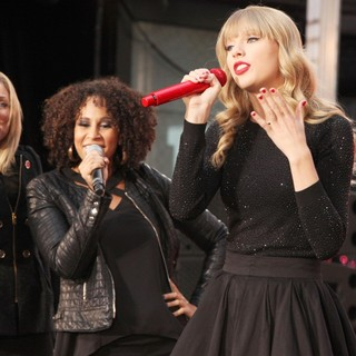 Taylor Swift - Taylor Swift Performs on ABC's Good Morning America