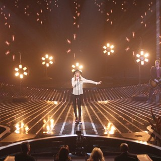 Taylor Swift in Taylor Swift Performs on FOX's The X Factor Season 2 Top 11 Elimination Show