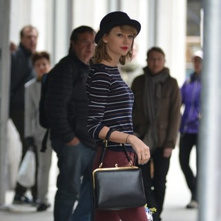 Taylor Swift - Taylor Swift Running Errands in New York City