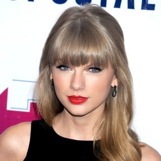 Taylor Swift in Z100's Jingle Ball 2012 Presented by Aeropostale - Arrivals