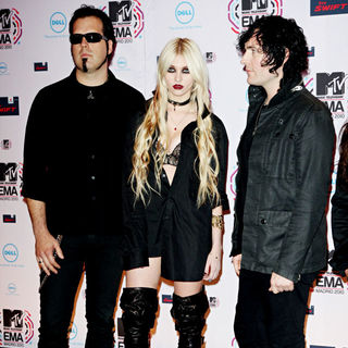 Taylor Momsen, The Pretty Reckless in MTV Europe Music Awards 2010 - Arrivals