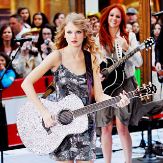 Taylor Swift - Taylor Swift Performs Live on The 'Today Show'