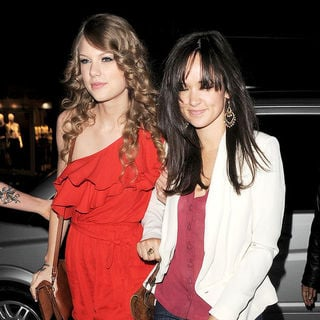 Taylor Swift in Taylor Swift Visits Benihana Restaurant in Chelsea with Friends for Dinner