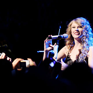 Taylor Swift - Taylor Swift Performing Live to Showcase Her New Album 'Speak Now'