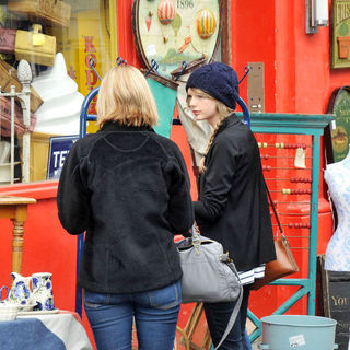 Taylor Swift in Taylor Swift Shopping at Portobello Market