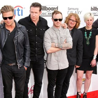 Genevieve Tedder, OneRepublic in 2014 Billboard Music Awards - Red Carpet