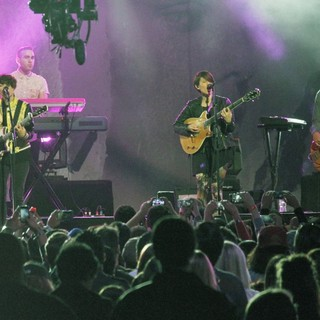 Tegan and Sara in Tegan and Sara Performing I Was a Fool at The Jimmy Kimmel Show