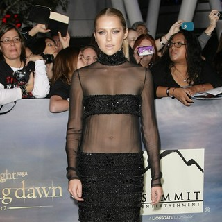 Teresa Palmer in The Premiere of The Twilight Saga's Breaking Dawn Part II - teresa-palmer-premiere-breaking-dawn-2-03