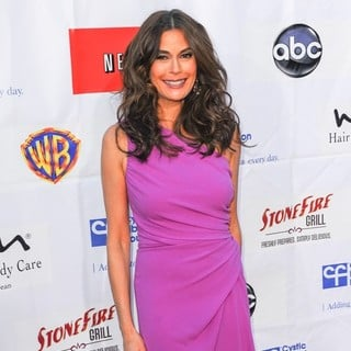 Teri Hatcher in Desperate Housewives Wisteria Lane All-American Block Party - Arrivals - teri-hatcher-desperate-housewives-wisteria-lane-all-american-block-party-03