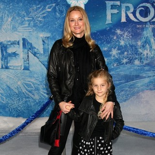 Teri Polo in Film Premiere Frozen - teri-polo-premiere-frozen-02