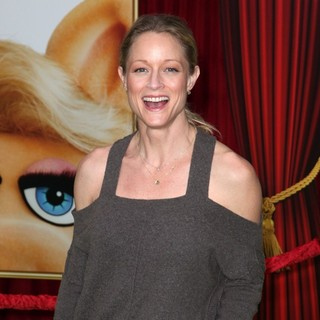 Teri Polo in The Premiere of Walt Disney Pictures' The Muppets - Arrivals