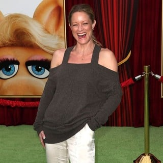 Teri Polo in The Premiere of Walt Disney Pictures' The Muppets - Arrivals - teri-polo-premiere-the-muppets-04