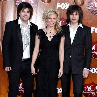 The Band Perry in 2011 American Country Awards - Arrivals