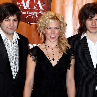 The Band Perry in 2011 American Country Awards - Press Room