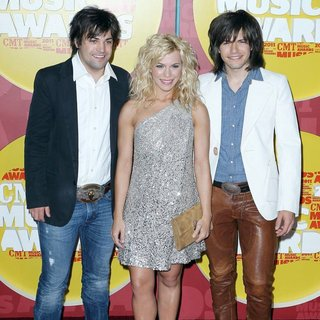 The Band Perry in 2011 CMT Music Awards - the-band-perry-2011-cmt-music-awards-01