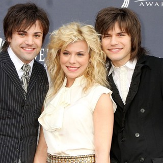 The Band Perry in The Academy of Country Music Awards 2011 - Arrivals - the-band-perry-academy-of-country-music-awards-2011-01