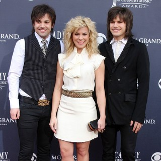 The Band Perry in The Academy of Country Music Awards 2011 - Arrivals - the-band-perry-academy-of-country-music-awards-2011-02